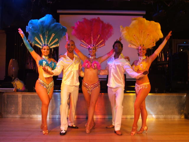 Slip into the excitement of the samba dome fervour as our Sequined Show Girls take the stage in traditional Brazilian Bikinis and feathers, while showcasing their exuberant dance moves.